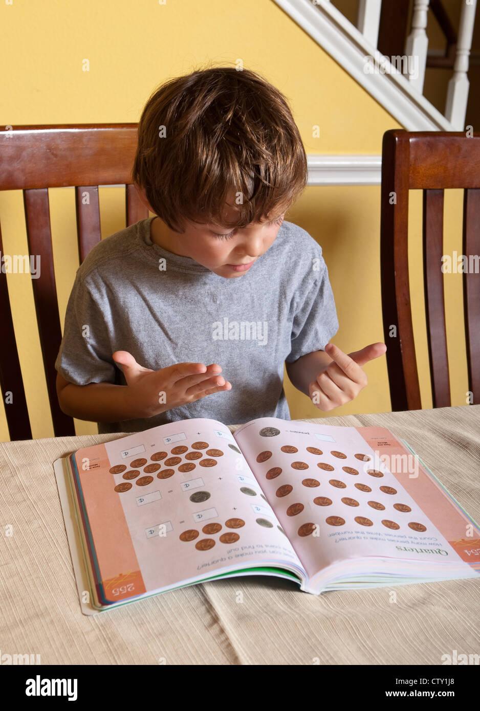 7 Jahre Alter mexikanisch-amerikanischen Grundschule Alter Junge hat ...