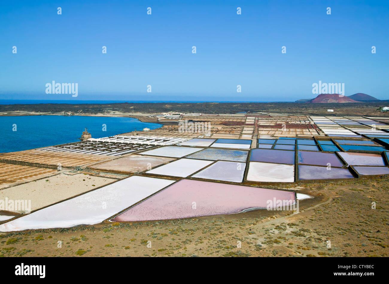 Salz Verdampfung Teiche auf Lanzarote, Kanarische Inseln, Spanien Stockbild