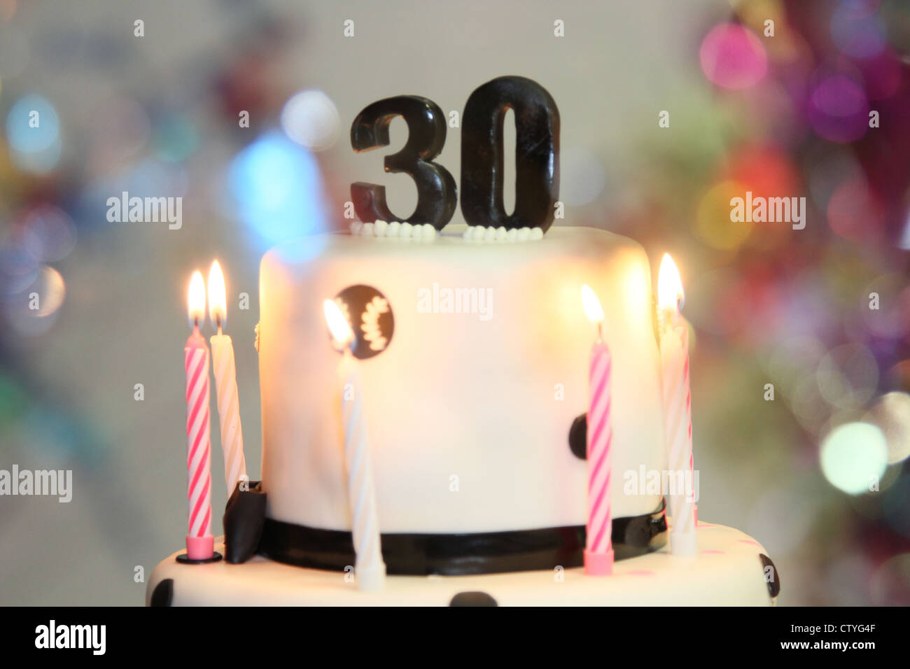 Geburtstagskuchen Kerzen 30 30 Stockfoto Bild 49777855 Alamy