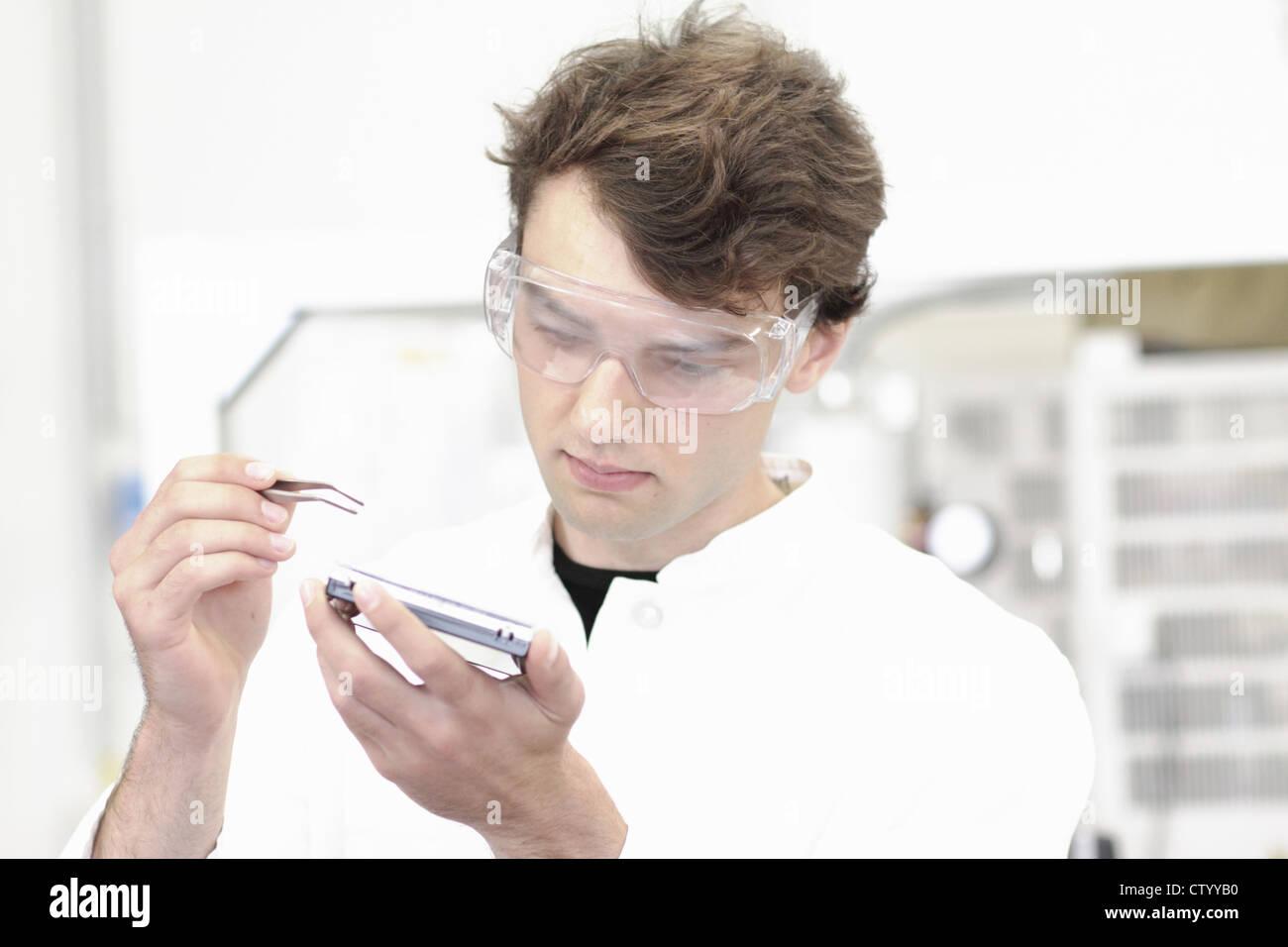 Wissenschaftler arbeiten im Labor Stockbild