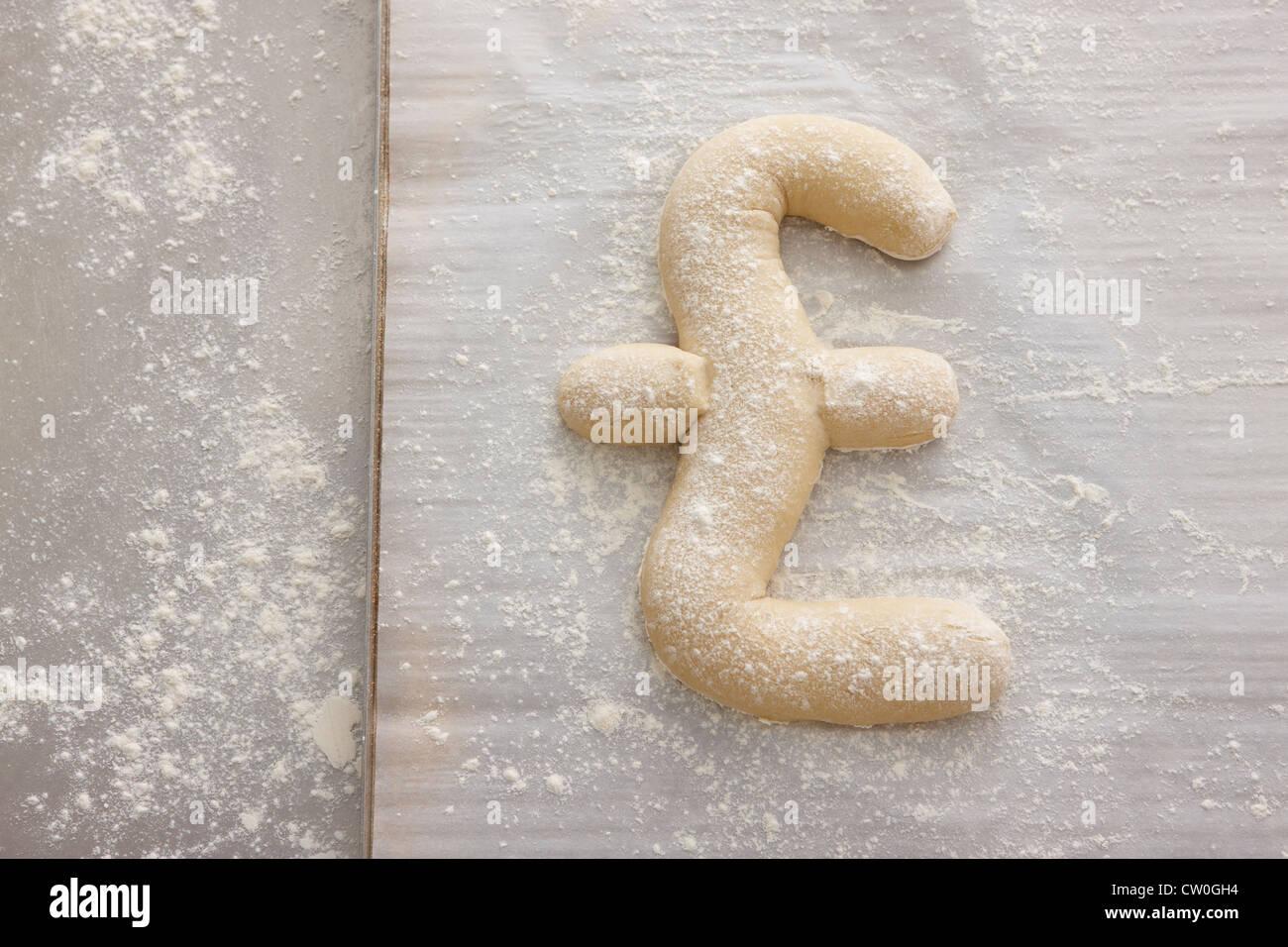 Brotteig geformte in Pfund-symbol Stockbild