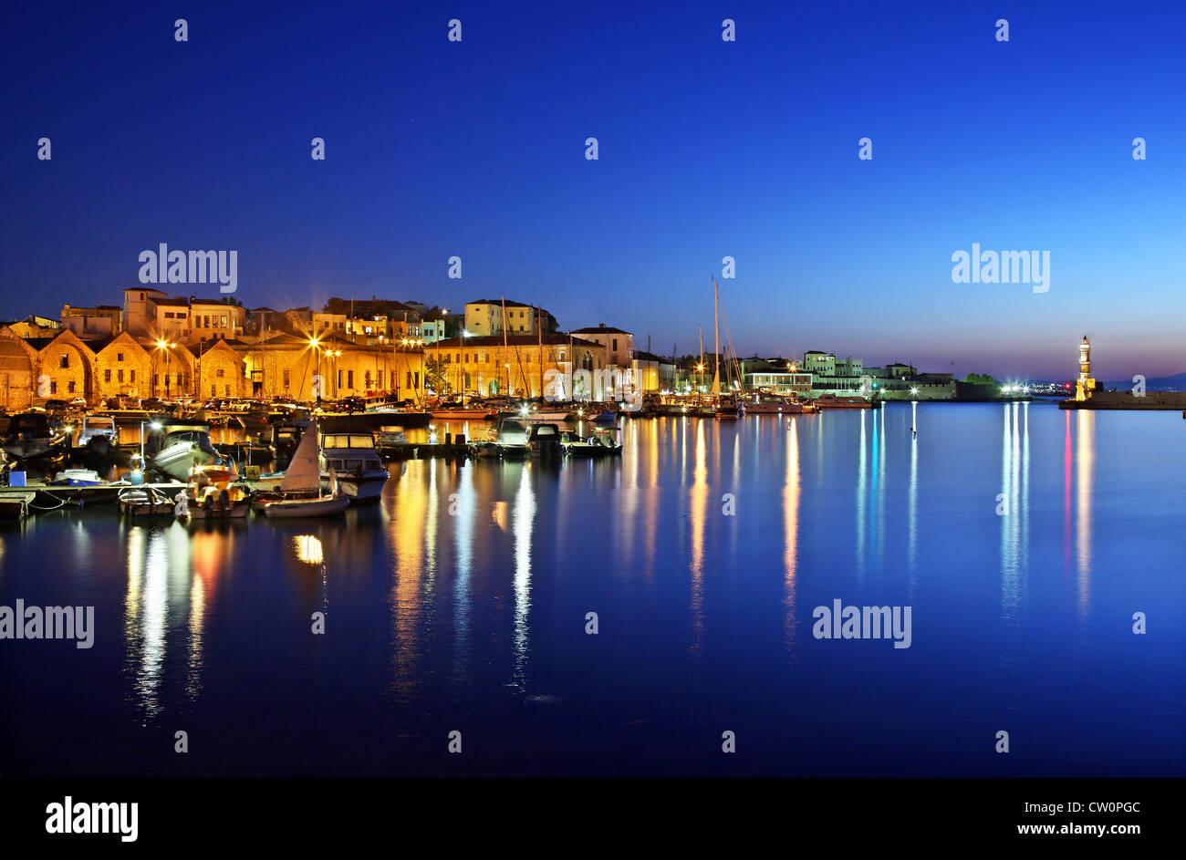 Nachtansicht der Altstadt Hafen von Chania, Kreta, Griechenland. Stockbild
