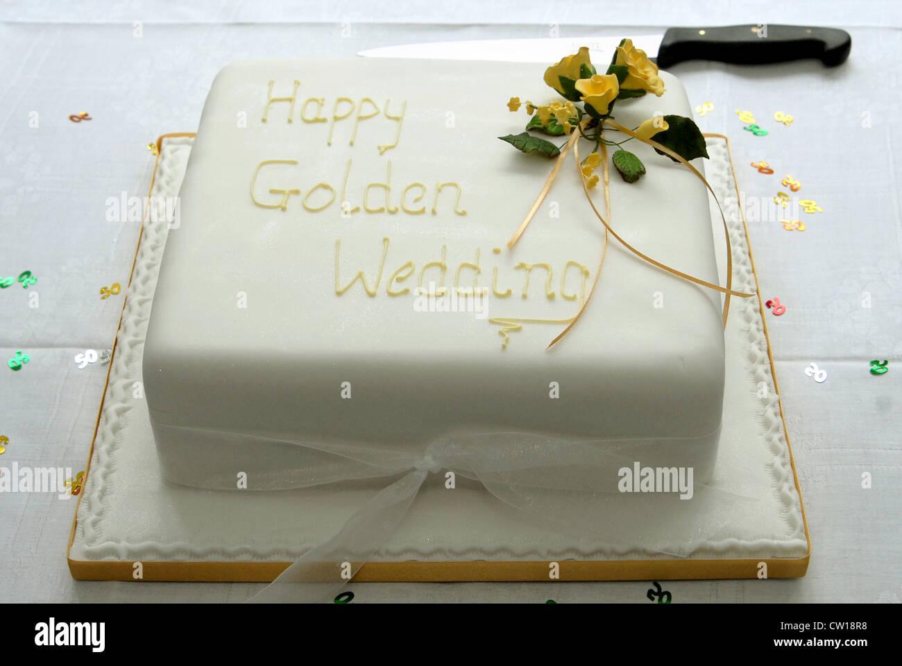 Ein Quadrat Eistee Obstkuchen Gemacht Ein Paar Goldene Hochzeit