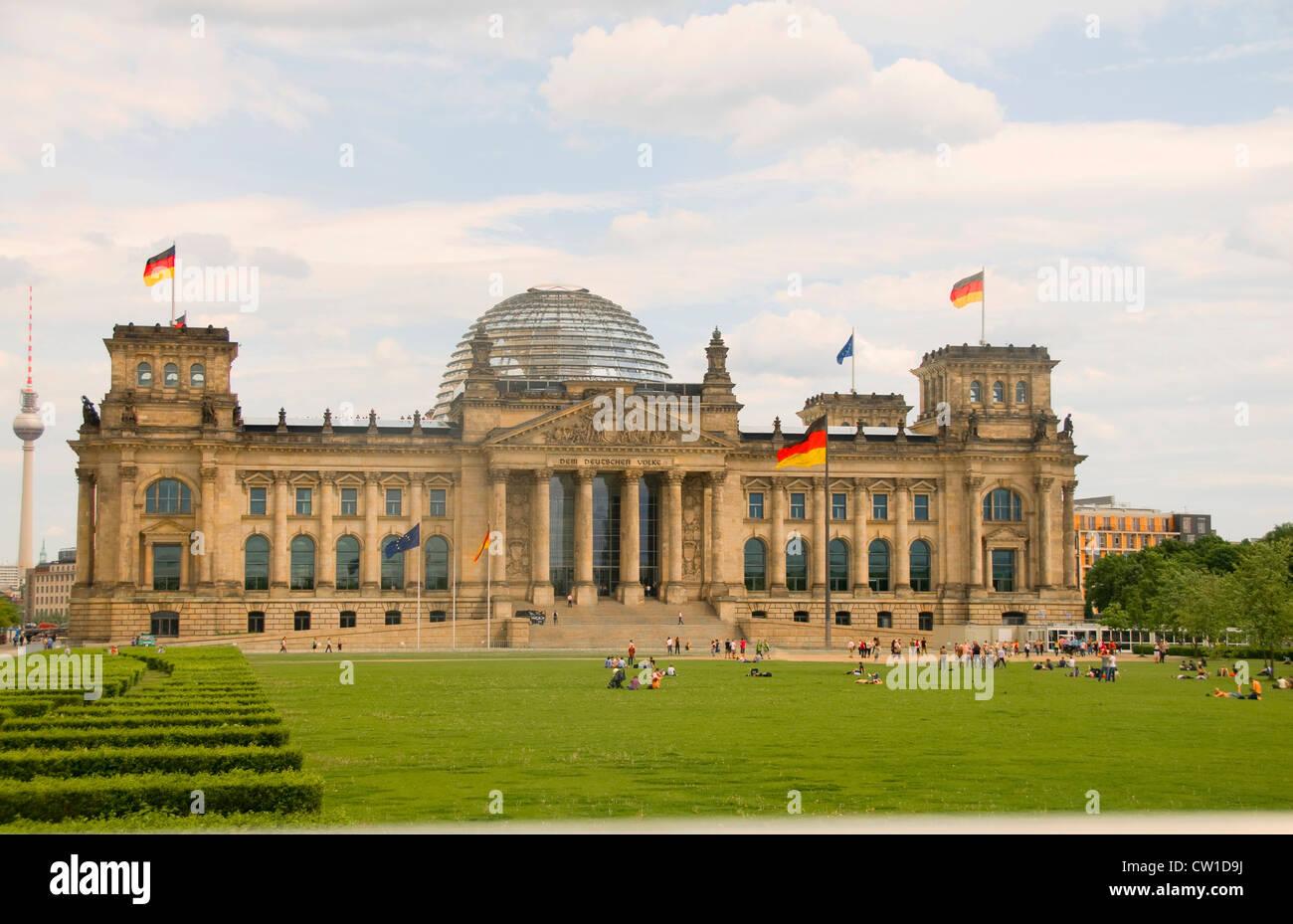 das reichstag parlament historische geb ude mit glaskuppel berlin deutschland stockfoto bild. Black Bedroom Furniture Sets. Home Design Ideas