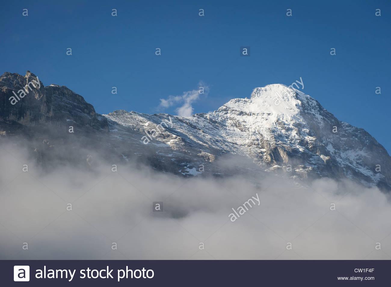 Der Eiger Grindelwald mit verschiedenen Ebenen der Wolke. Stockbild