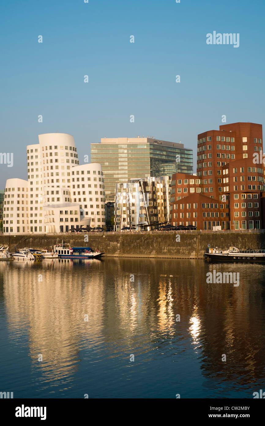 Neuer Zollhof Bauten von Frank Gehry im Medienhafen in Düsseldorf Deutschland Stockbild