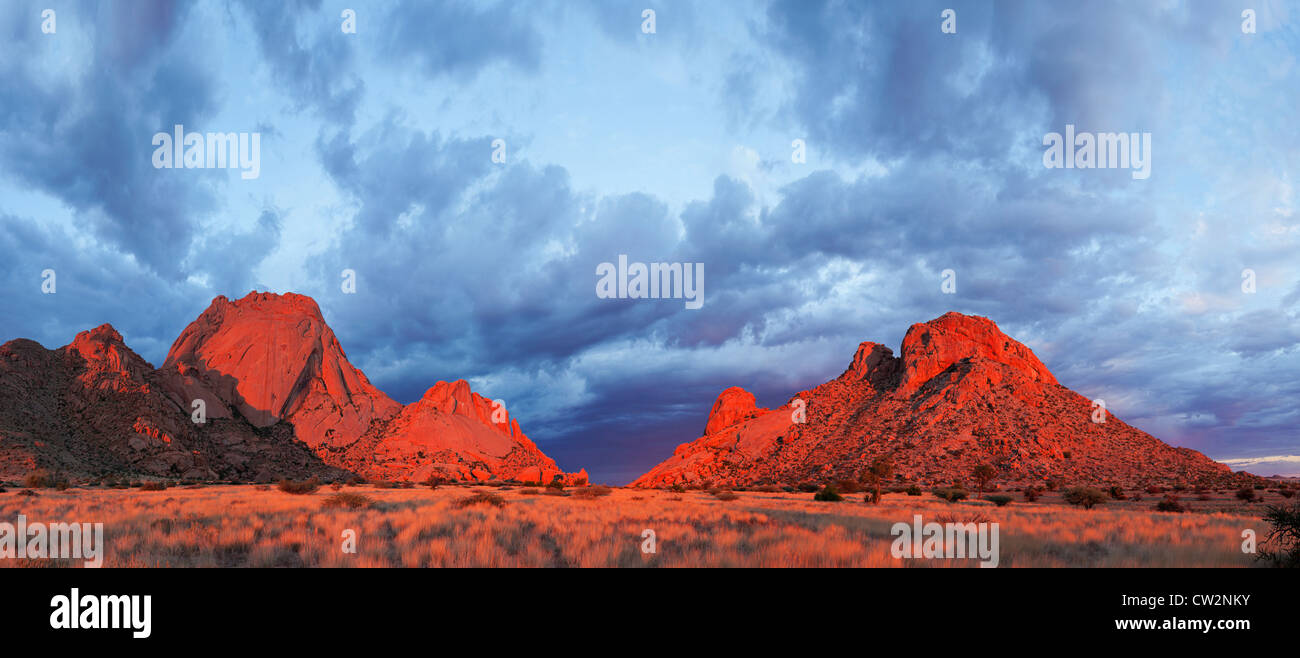 Panoramasicht auf die Spitzkoppe und die Umgebung. Namibia Stockbild