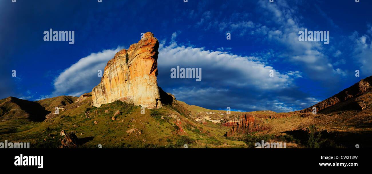 Panoramablick auf die Brandwag Rock am Golden Gate Highlands National Park.South Afrika Stockbild
