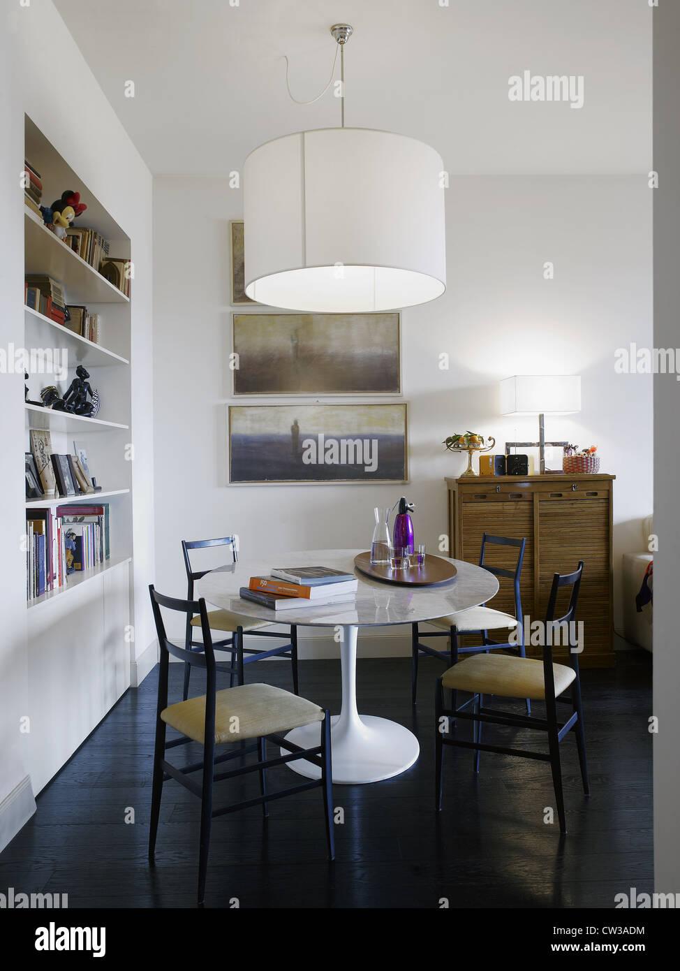 Modernes Interieur in einem Wohnzimmer in einem italienischen ...