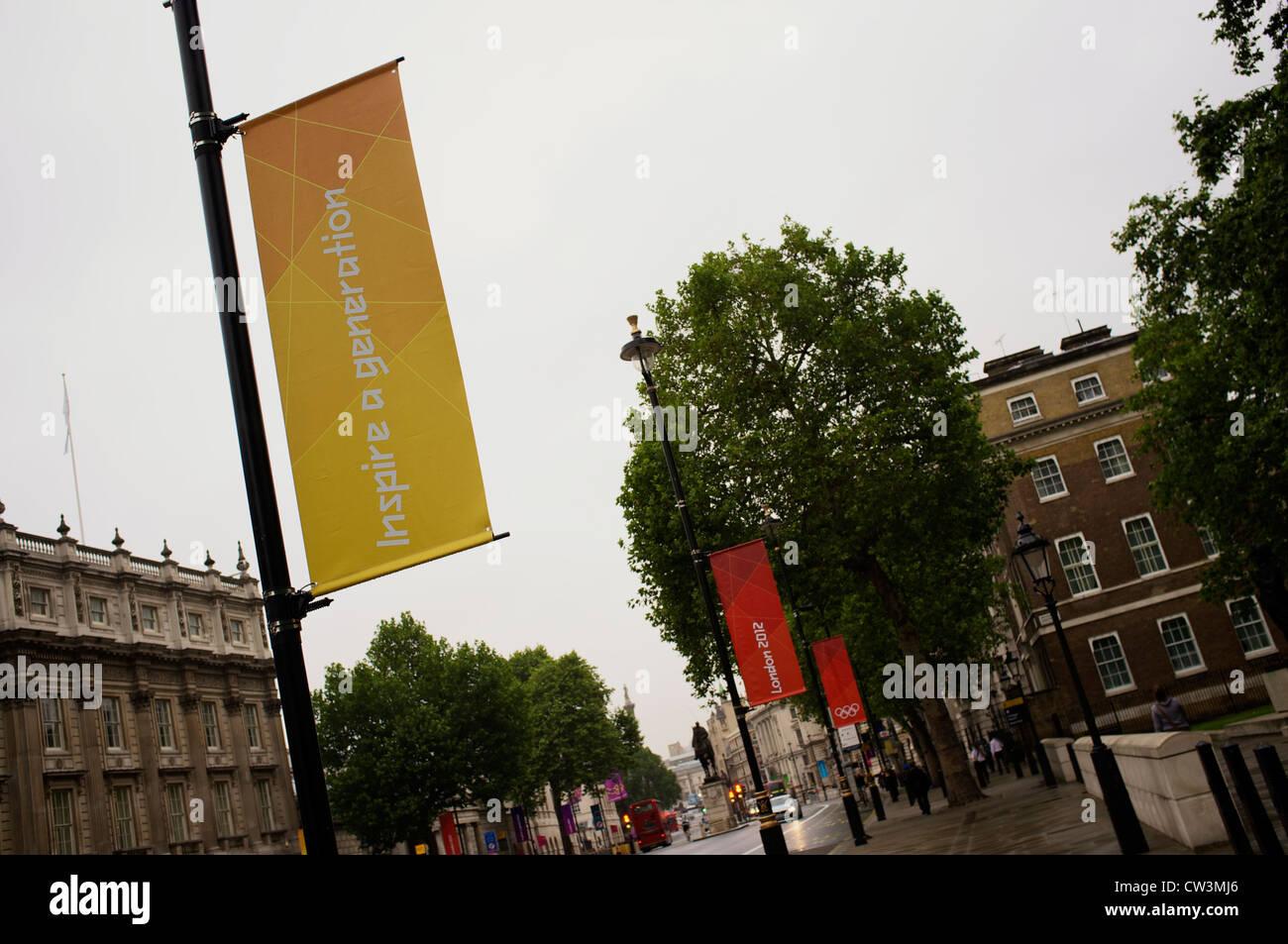 """""""Eine Generation inspirieren"""" Zeichen in London Stockbild"""