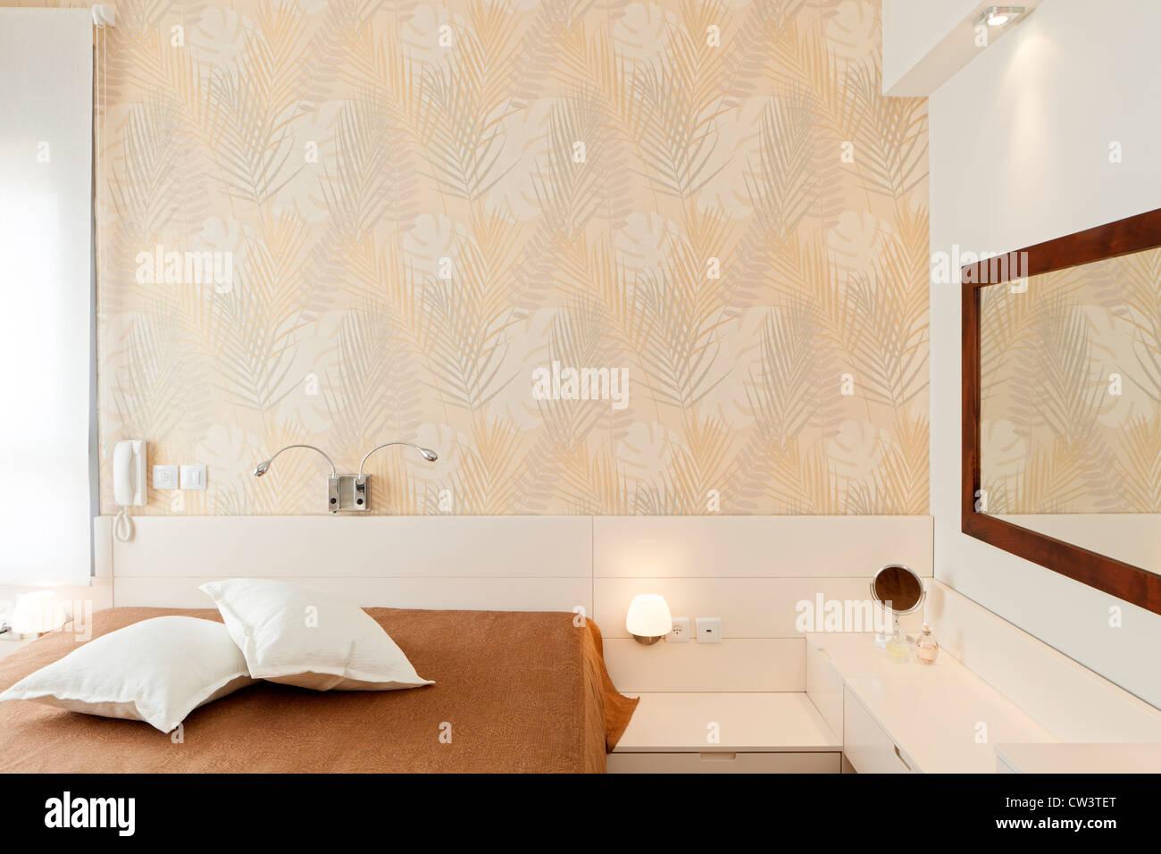 Moderner Luxus Schlafzimmer mit Tapete / Hotelzimmer ...