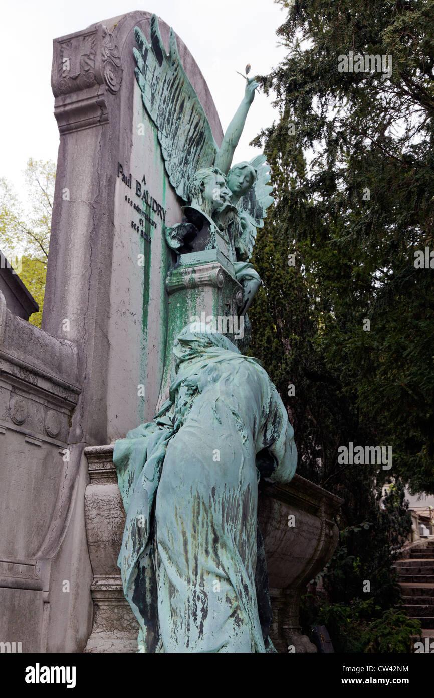 Kupfer Grüne Patina kupfer skulptur mit grüner patina pere lachaise frankreich