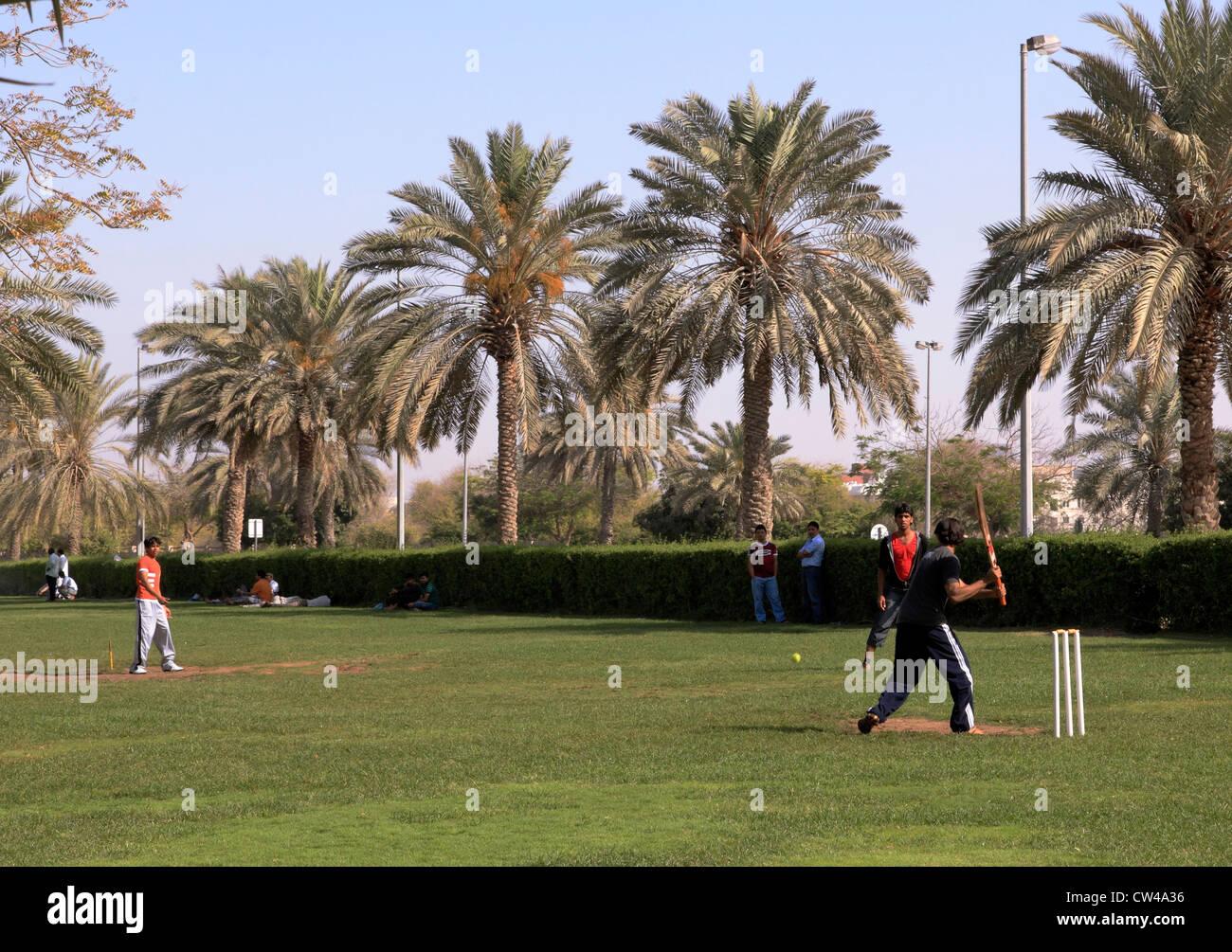 3498. Cricket, indischen & pakistanischen Arbeiter, Dubai, Vereinigte Arabische Emirate. Stockbild