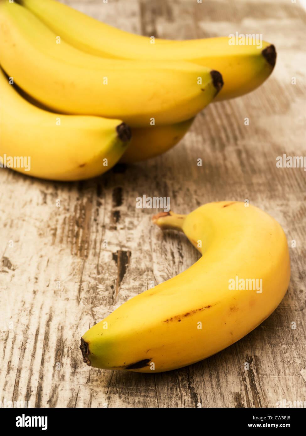 Bananen auf Holz Stockbild