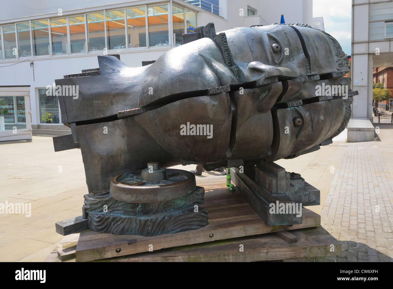 "Eduardo Paolozzis Skulptur ""Head of Invention"" Butlers Wharf London Stockbild"