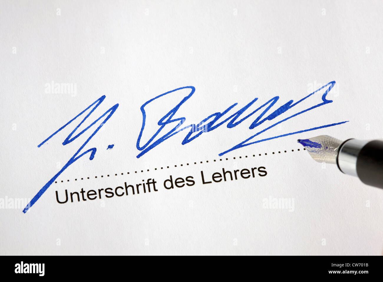 Eigenhändige Unterschrift ein offizielles Dokument der Schule Stockbild