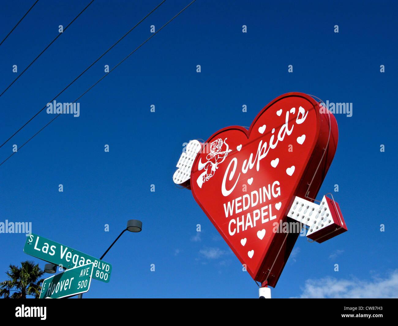 Amor Hochzeit Kapelle roten Herzschild Neon Pfeil Las Vegas Blvd & Hoover Ave Straßenschilder Las Vegas Nevada, Stockfoto
