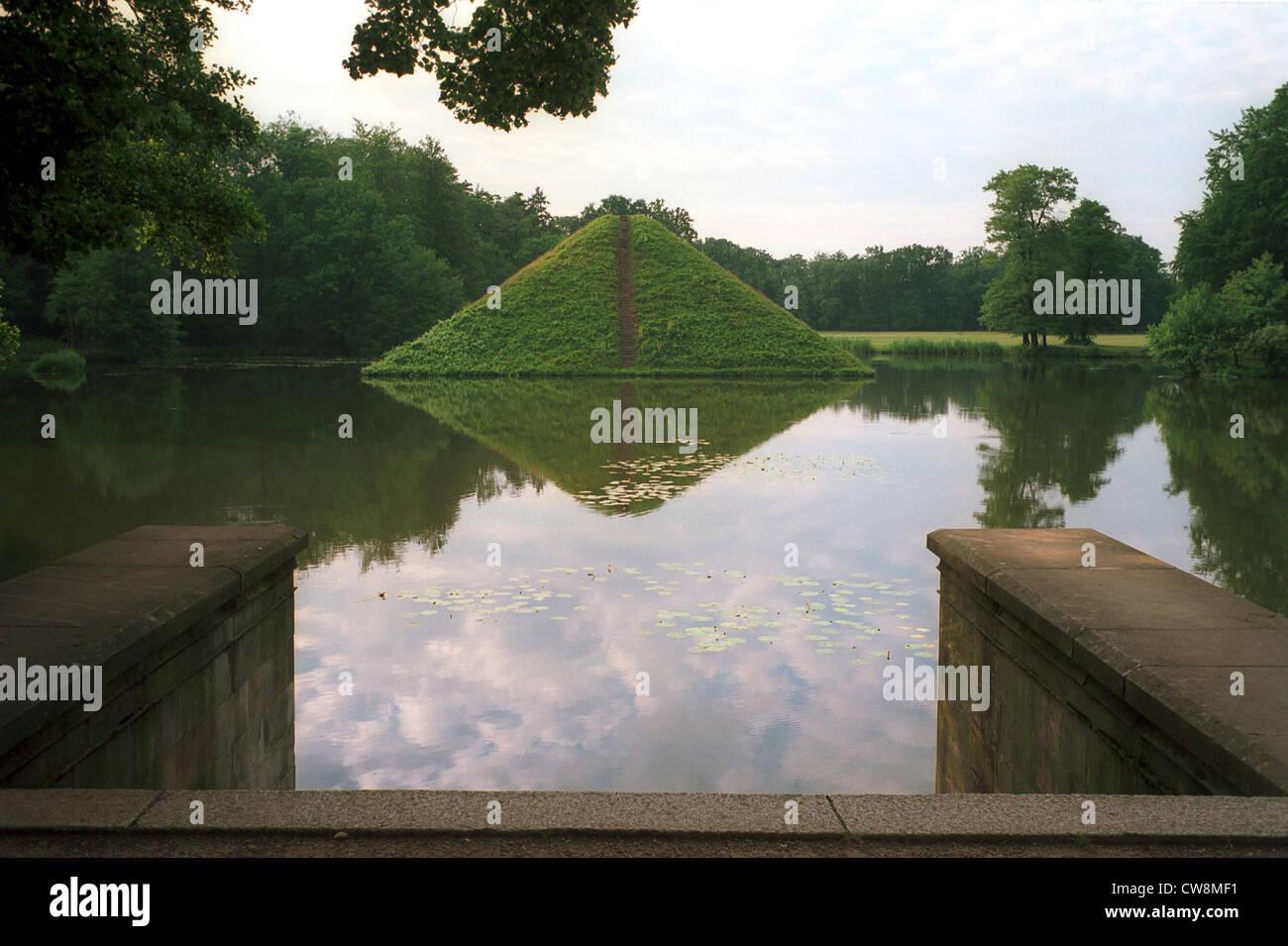 cottbus pyramid in branitz park stockfotos cottbus. Black Bedroom Furniture Sets. Home Design Ideas