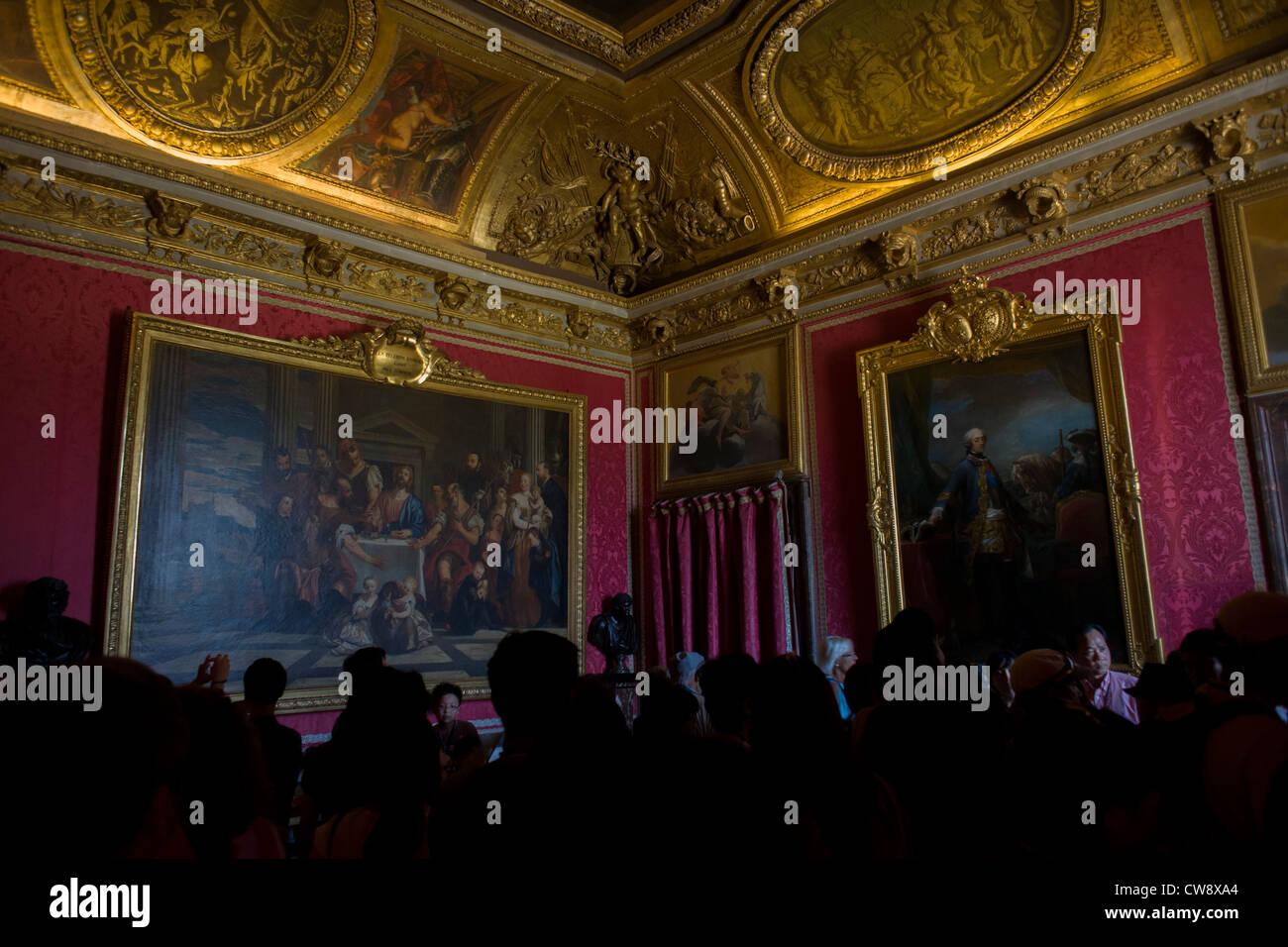 Touristen drängen sich in den Salon de Mars in der König Grand ...