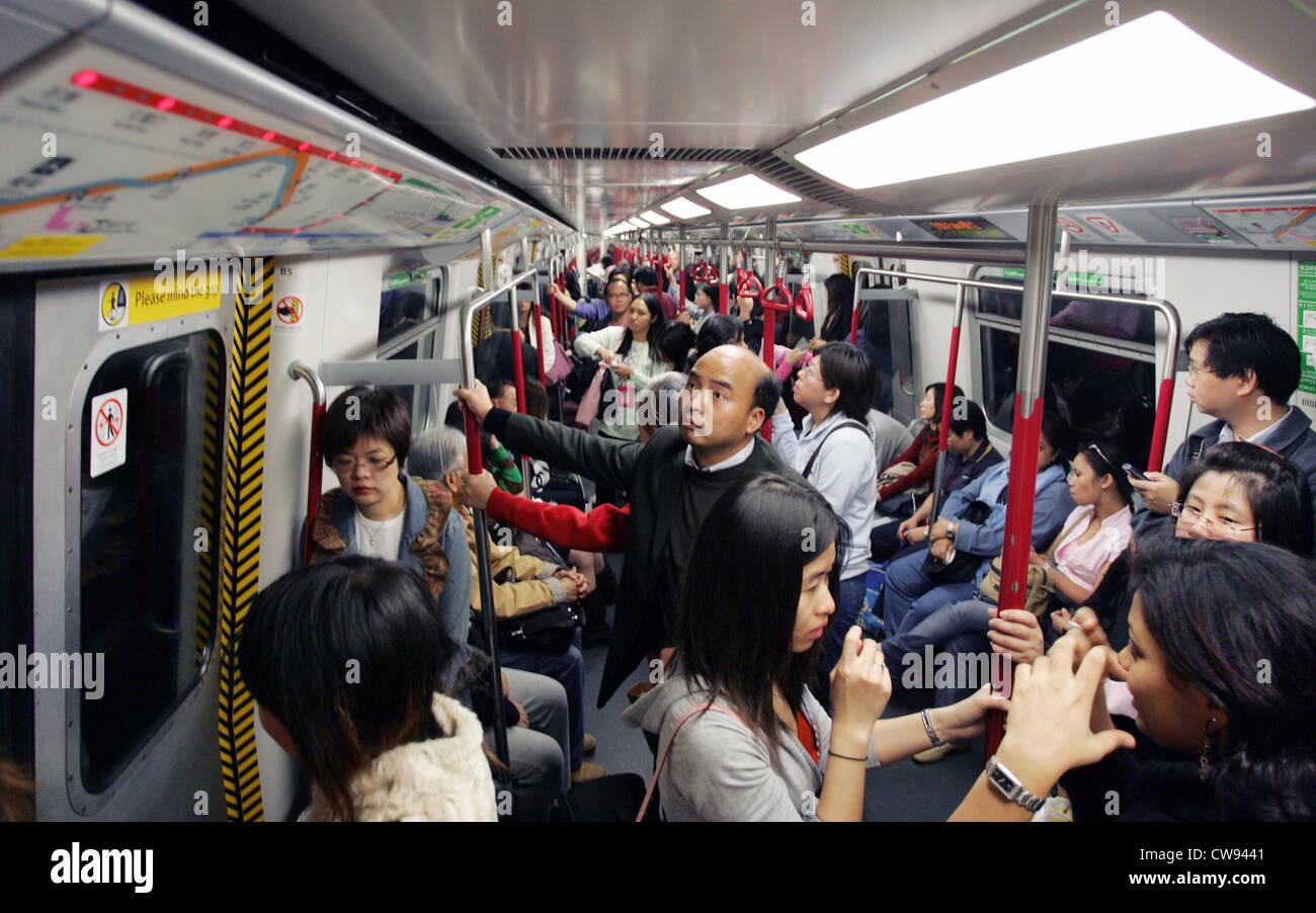 Hong Kong, Reisende in der u-Bahn Stockfoto