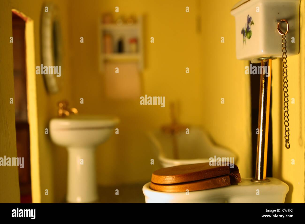 Badezimmer in ein Puppenhaus Stockfoto, Bild: 49999170 - Alamy
