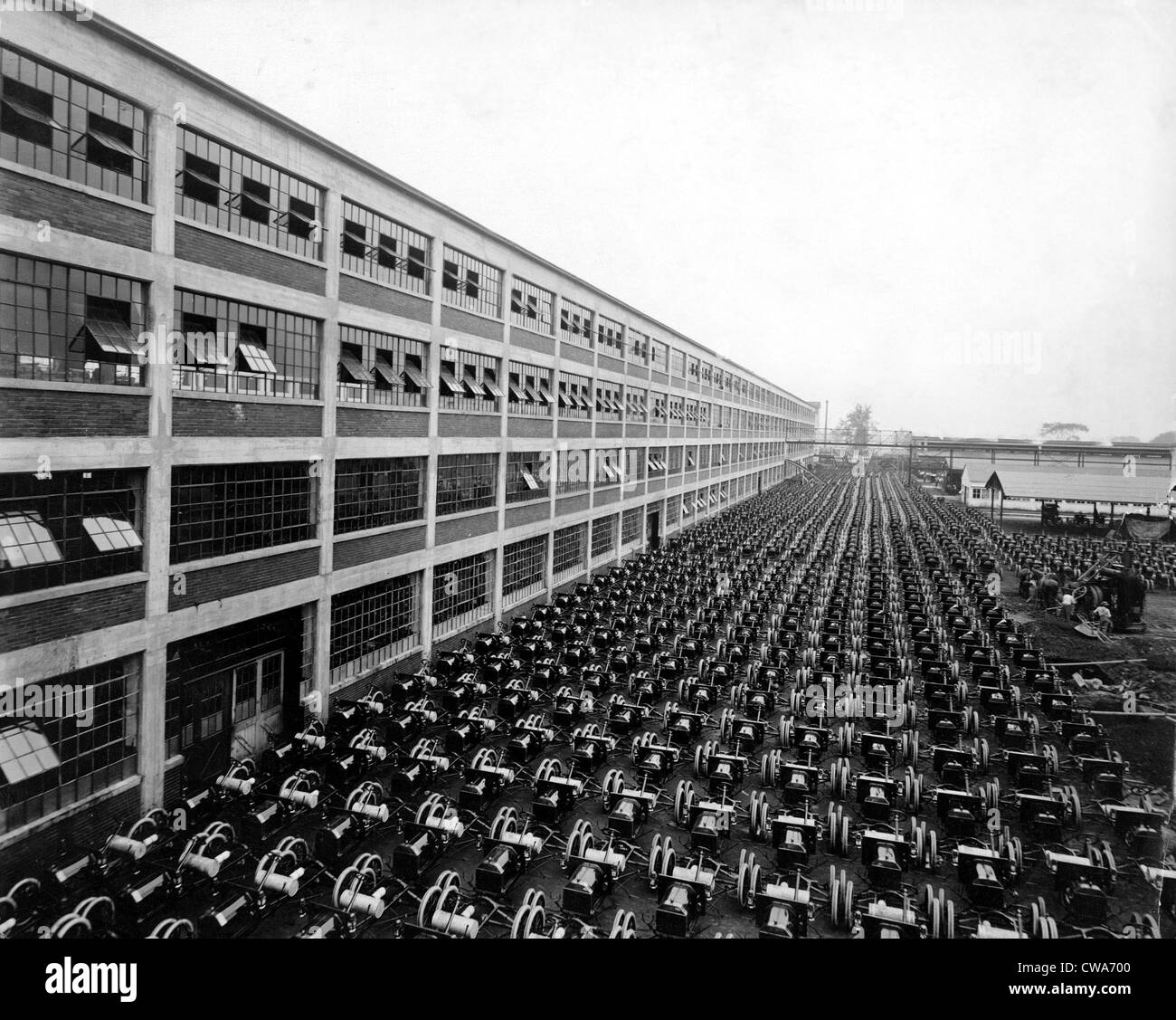 FORD MOTOR CO. - Highland Park Anlage... Höflichkeit: CSU Archive / Everett Collection Stockbild
