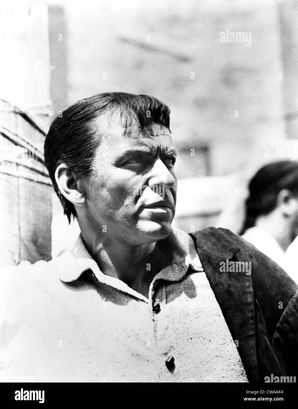 DER Stolz und die Leidenschaft, Frank Sinatra, 1957. Höflichkeit: CSU Archive / Everett Collection Stockbild