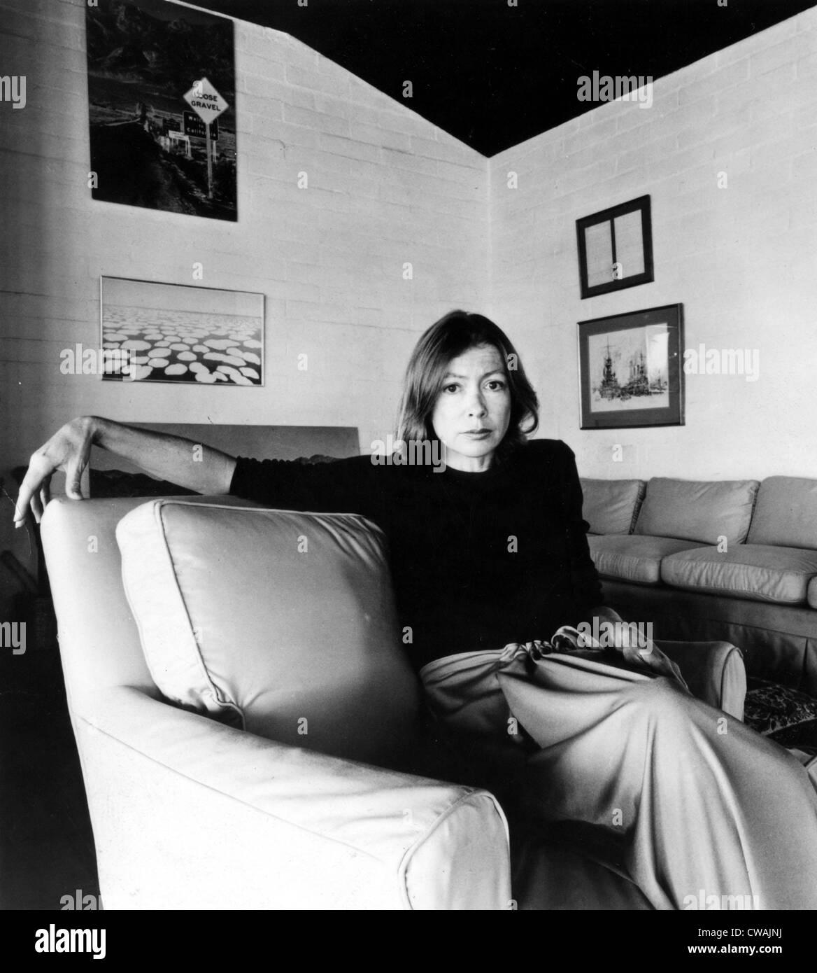 Joan Didion, circa 1977. Höflichkeit: CSU Archive / Everett Collection Stockbild