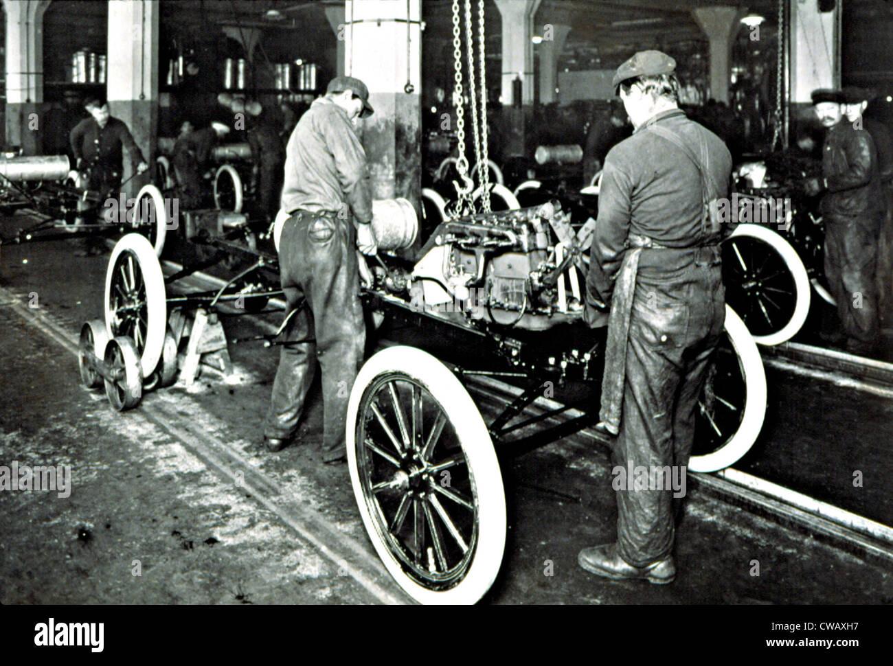 FORD MOTOR COMPANY in den frühen 1900er Jahren, zeigt das Fließband... Höflichkeit: CSU Archive / Stockbild