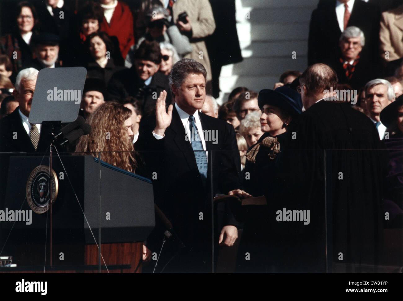 Bill Clinton (Mitte), der Amtseid des Präsidenten der Vereinigten Staaten, Tochter Chelsea Clinton steht vorne Stockbild