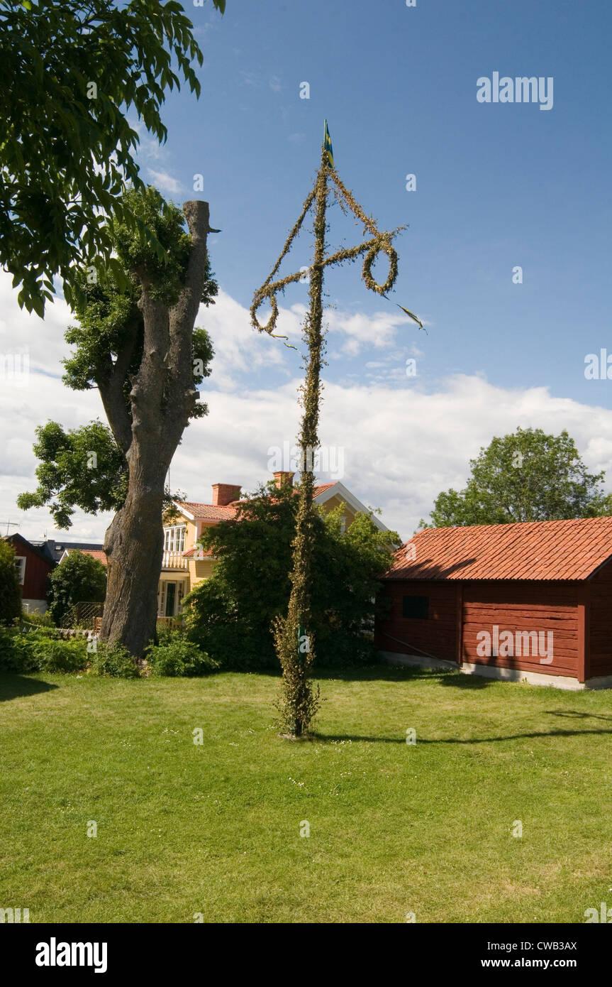 Nordische Fruchtbarkeit Symbol phallische Kreuz Maibaum Schweden Schwedische skandinavischen traditionelle Mittsommer Stockbild