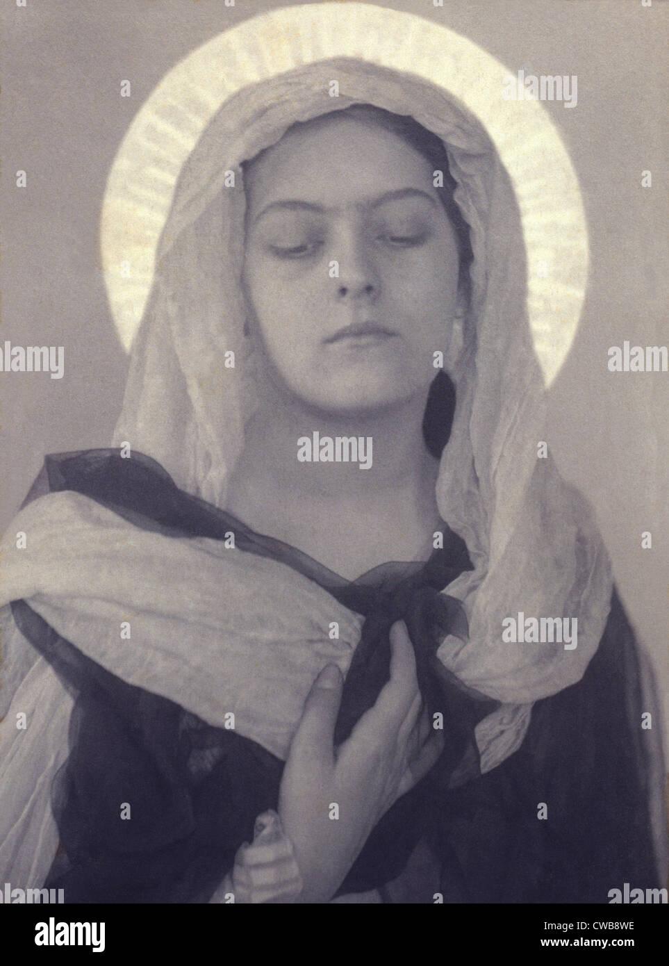 Maria, Frau als Jungfrau Maria, durch Charles I. Berg, frühen 1900er Jahren gestellt. Stockbild