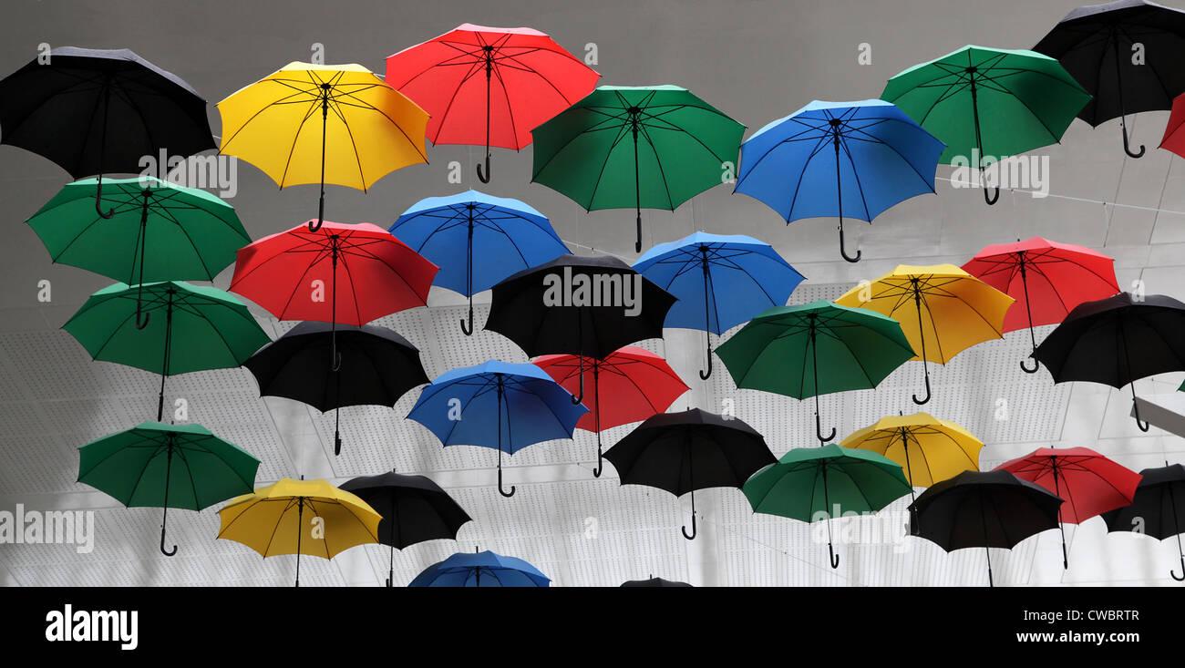 Sonnenschirme. Regenschirm. Farbige Sonnenschirme. Stockbild
