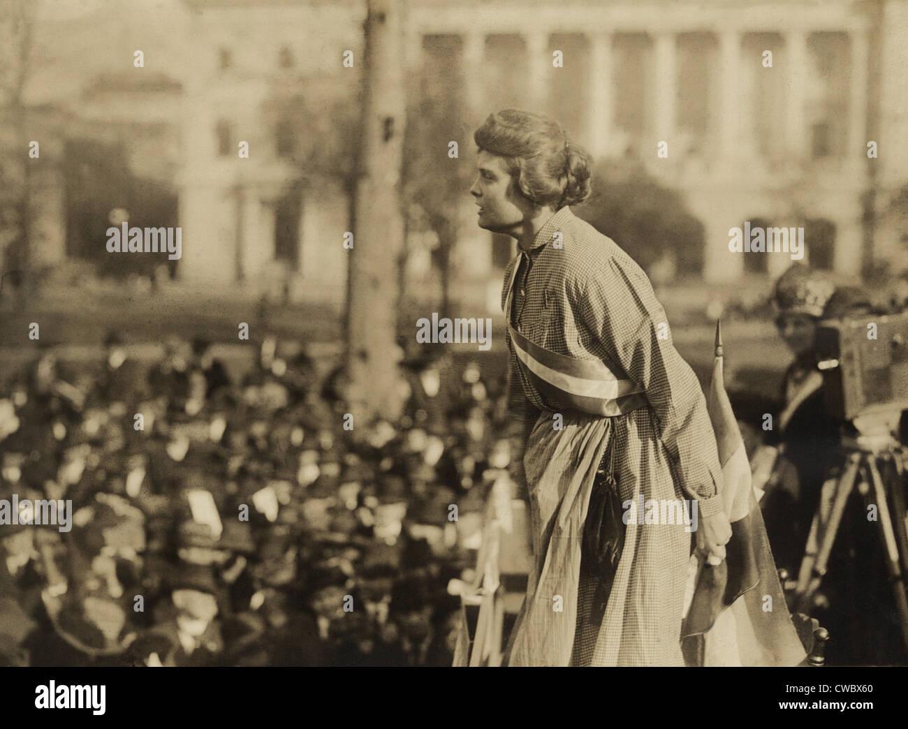 """Suffragette Lucy Branham auf Outdoor-Treffen während der militante Nationale Frauenpartei """"Gefängnis Special"""" tour Stockfoto"""