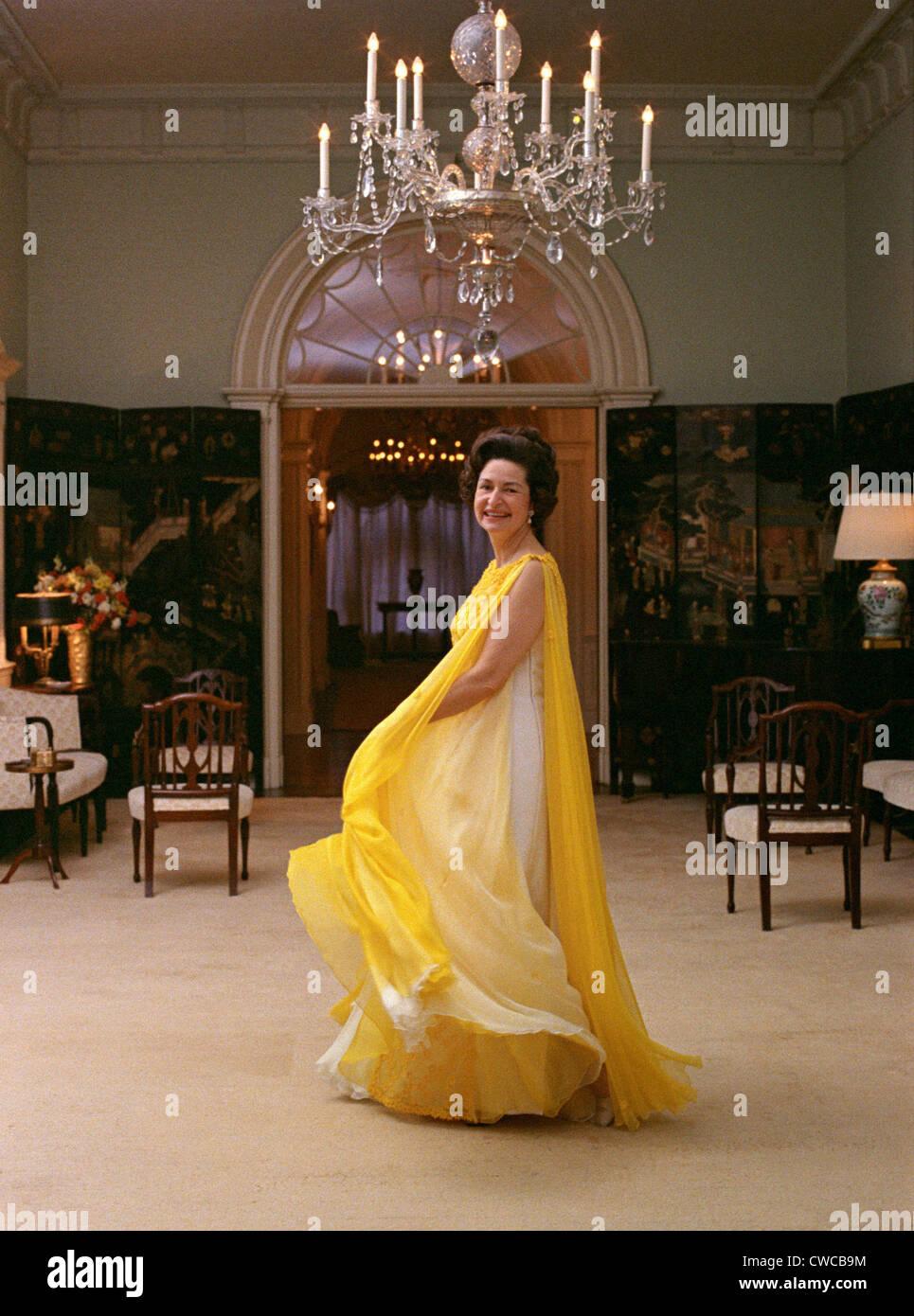 Draped Dress Stockfotos & Draped Dress Bilder - Alamy