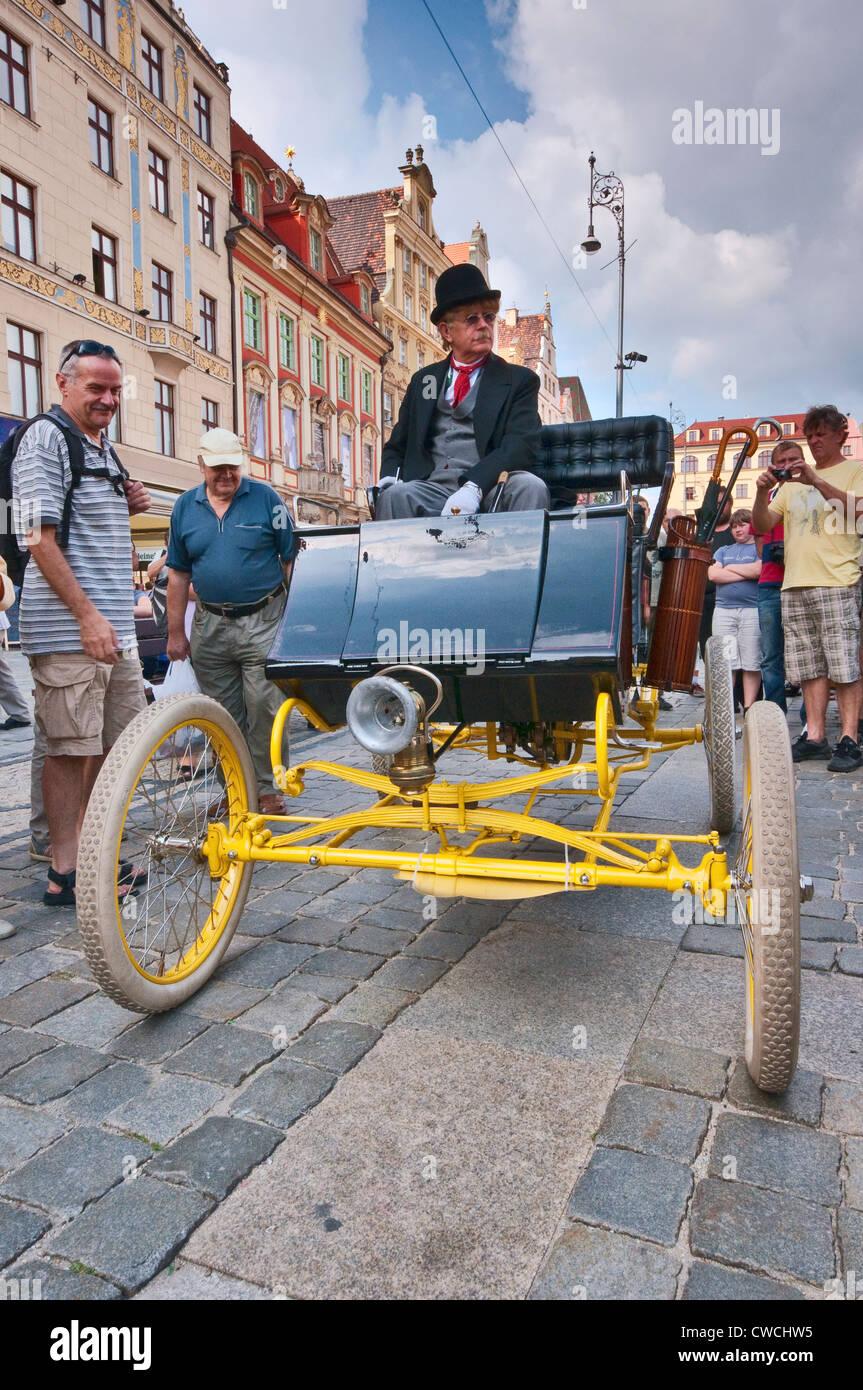 1899 Bewurf Dampf New Home, Dampfantrieb Automobil bei Motoclassic Auto-Show am Rynek (Marktplatz) in Wroclaw, Polen Stockbild