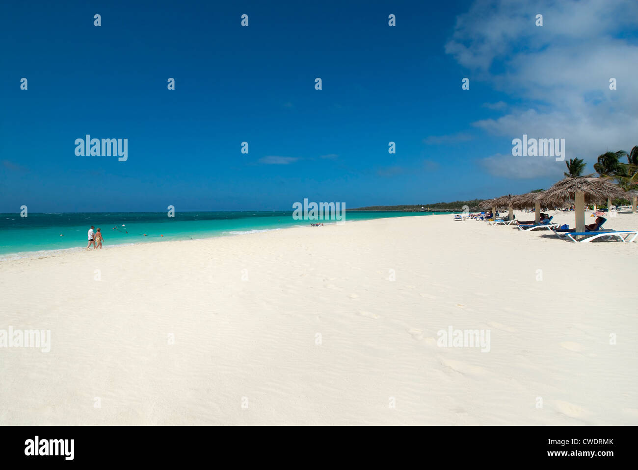 Strand in der Nähe von Hotel Sol Rio de Luna & Stuten, Guardalavaca, Holguin, Kuba Stockbild