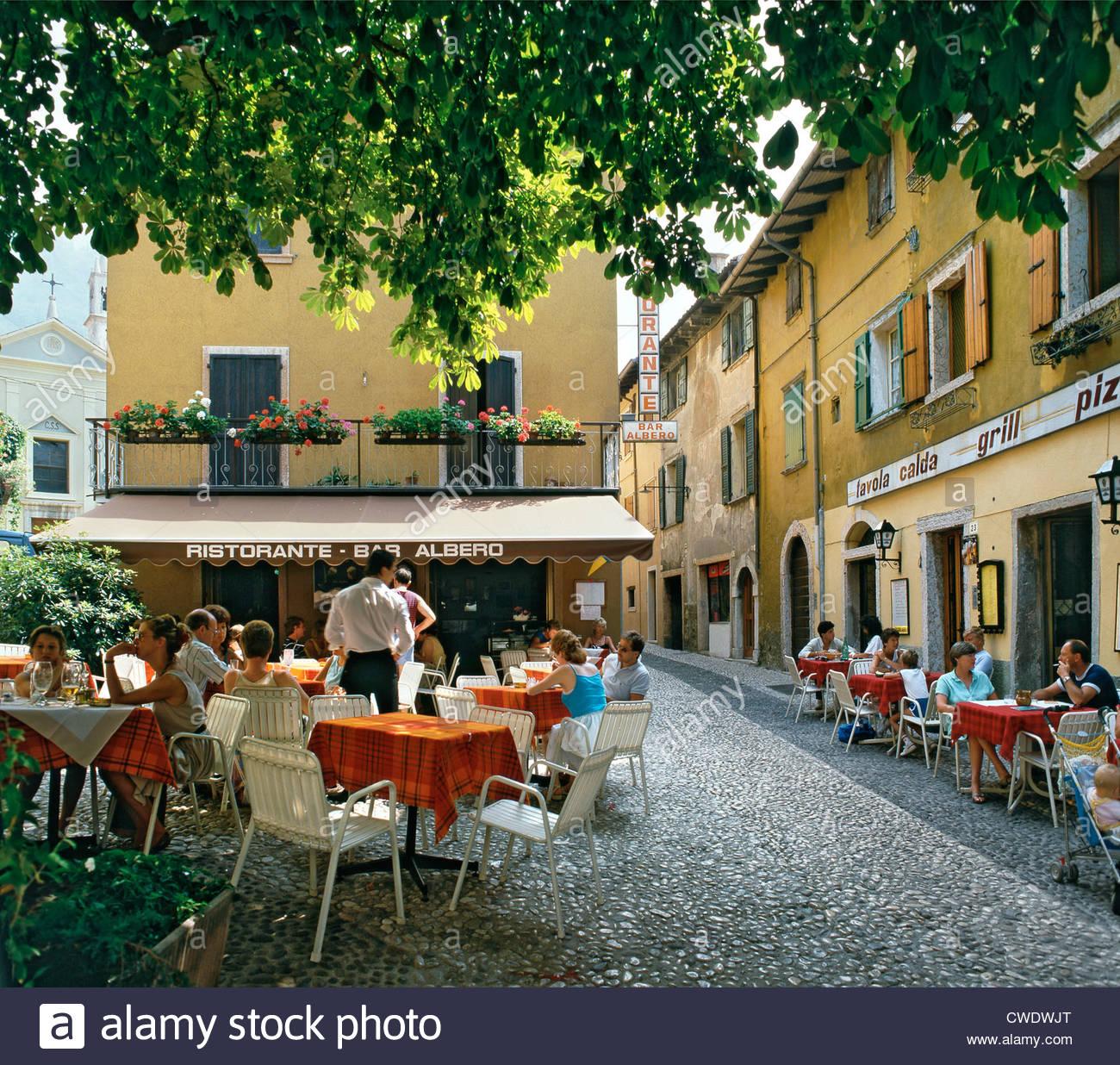 Cafe Und Restaurant Terrasse Im Quadrat Malcesine Gardasee