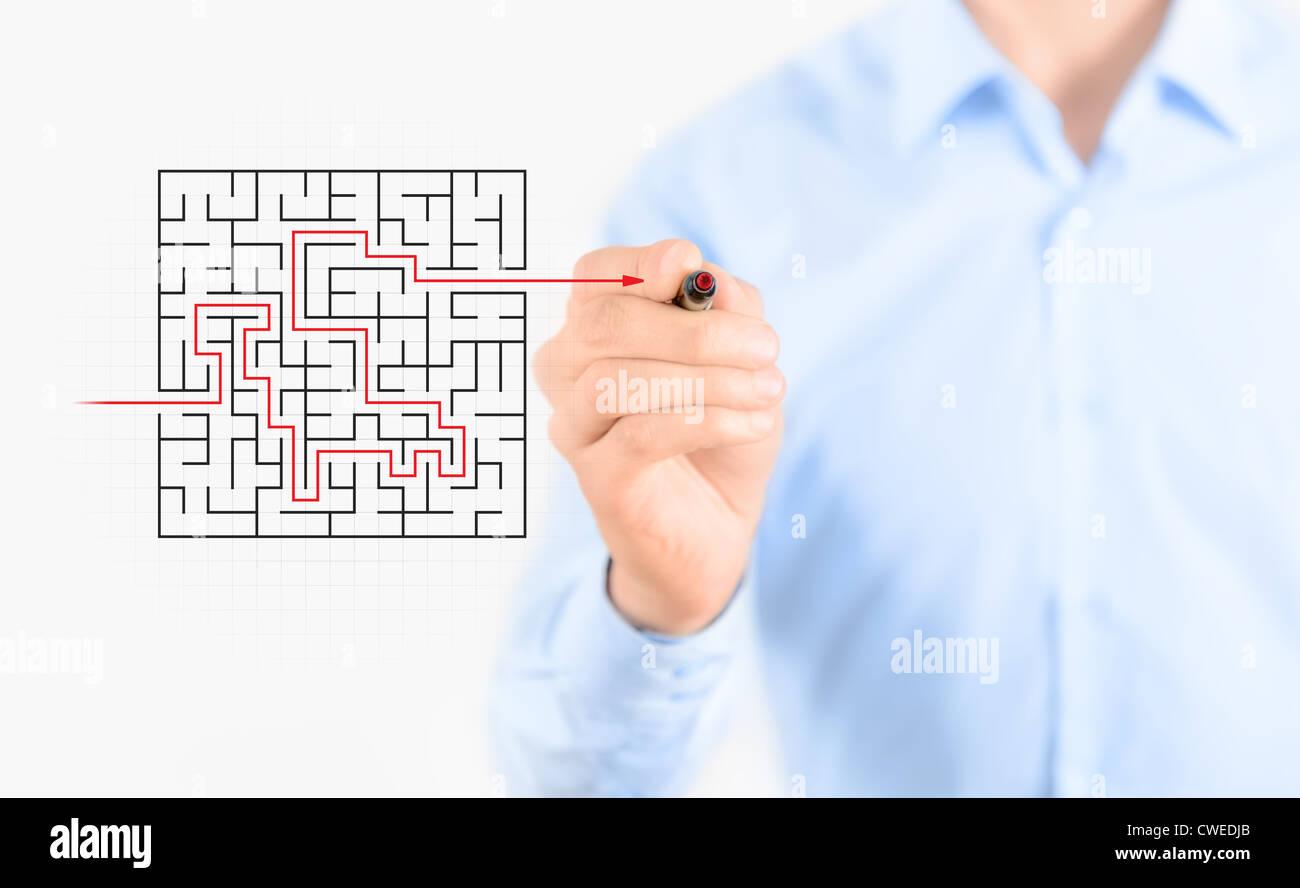 Junger Geschäftsmann Zeichnung Erfolg Weg, Lösungskonzept zu finden. Isoliert auf weiss. Stockbild