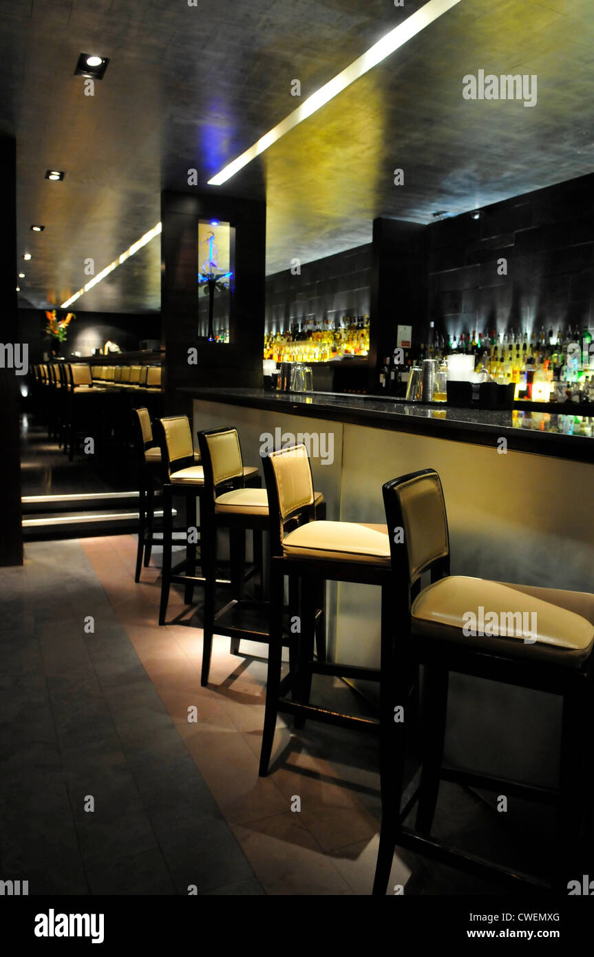 Bar Stool Stockfotos & Bar Stool Bilder - Alamy
