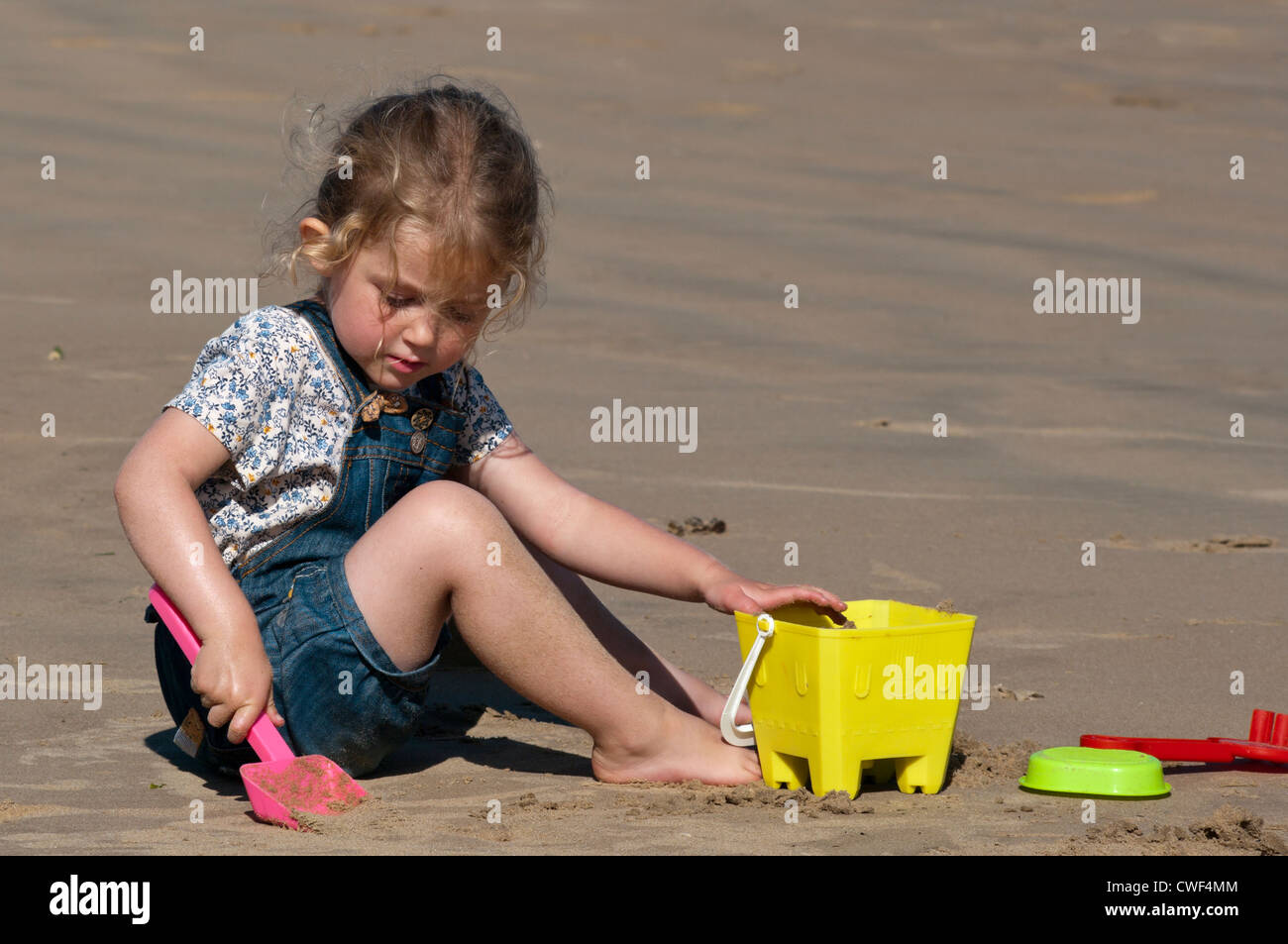 lovely girl playing on beach stockfotos lovely girl playing on beach bilder alamy. Black Bedroom Furniture Sets. Home Design Ideas