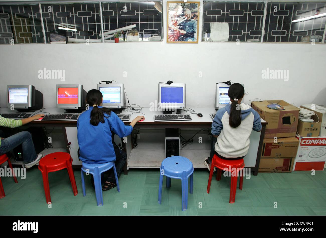 Computerkurs für Exil-Tibeter Stockfoto