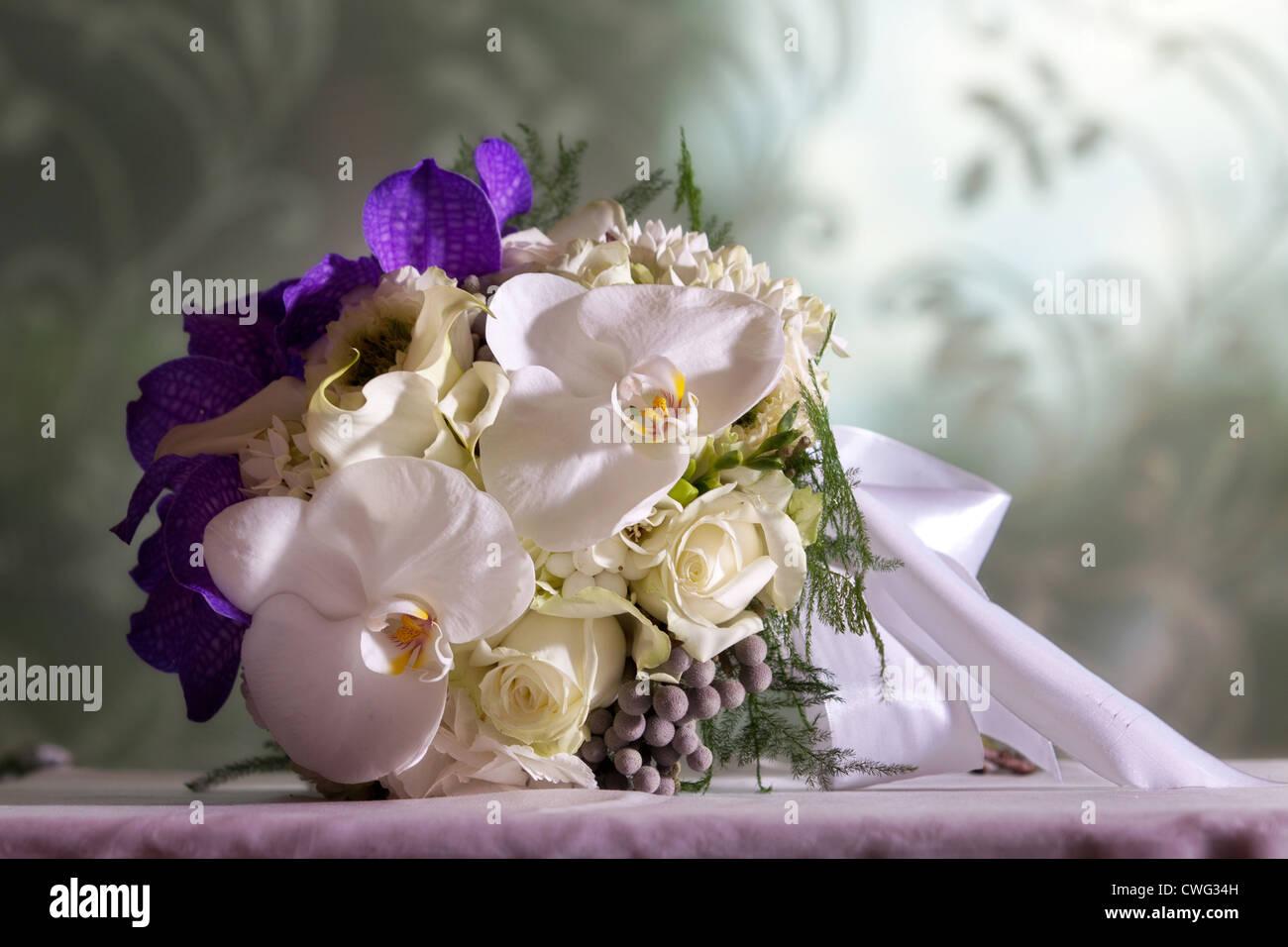 Brautstrauss Mit Orchideen Stockfoto Bild 50140849 Alamy