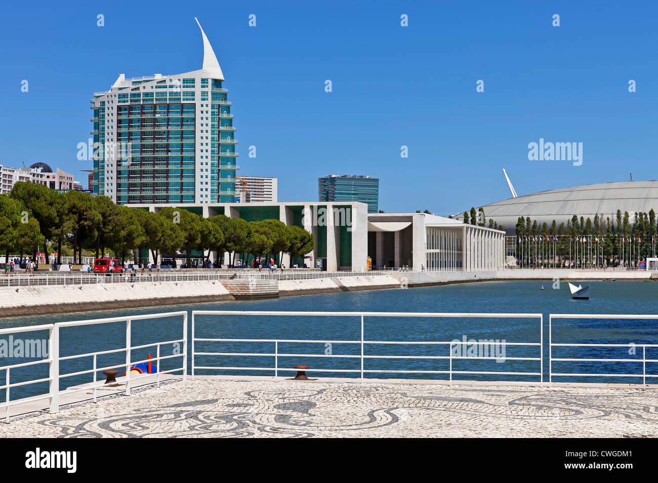 Portugiesischer Pavillon, Sao Rafael Turm, Atlantico Pavilion und Olivais Dock. Parque Das Nações, Lissabon, Stockbild