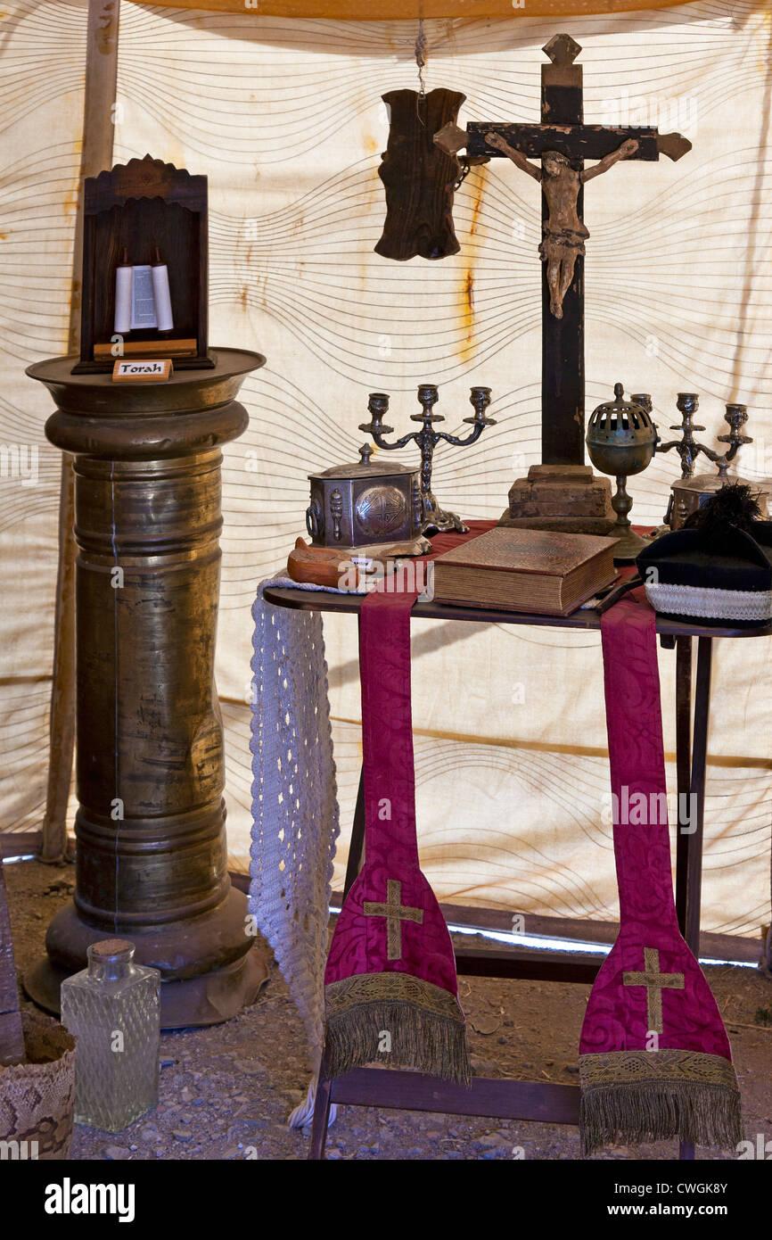 Objekte von zwei Religionen des mittelalterlichen Europas - christliche und jüdische. Mittelalterfest in Óbidos, Stockbild