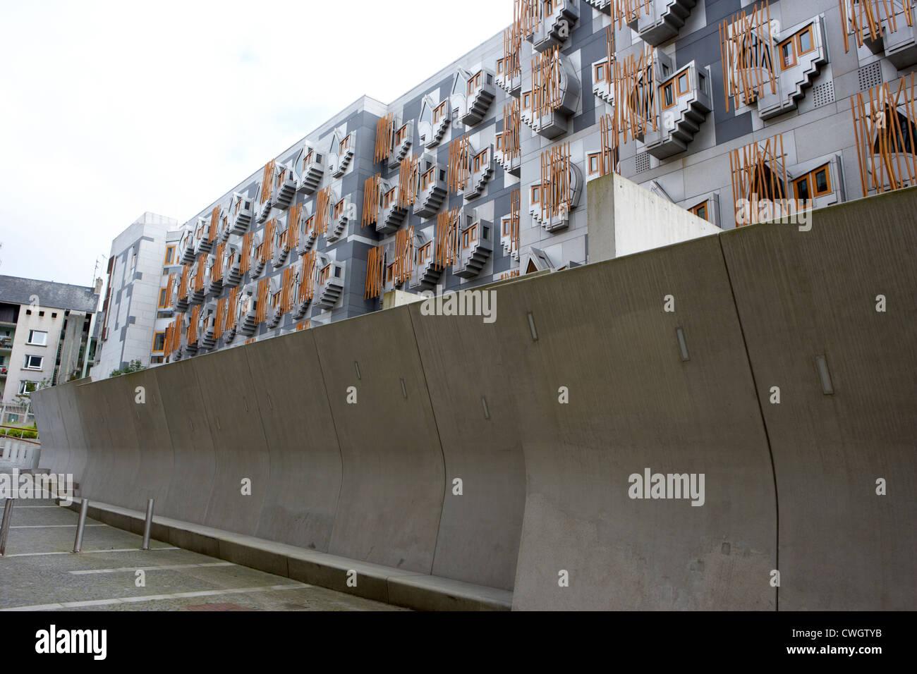 Wall Scottish Parliament Stockfotos & Wall Scottish Parliament ...