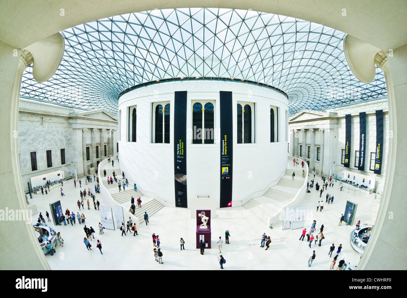 "British Museum London Queen Elizabeth II ""Great Court"" Glasdach entworfen vom Architekten Norman Foster Stockbild"