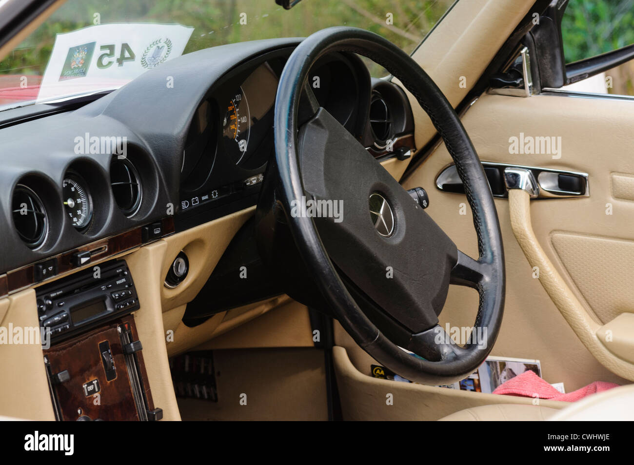 dashboard steering wheel mercedes benz stockfotos. Black Bedroom Furniture Sets. Home Design Ideas