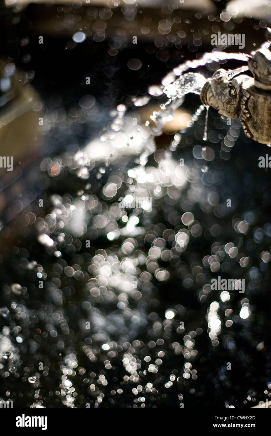 Wassertropfen, Injektion, Lichtpunkte Stockfoto