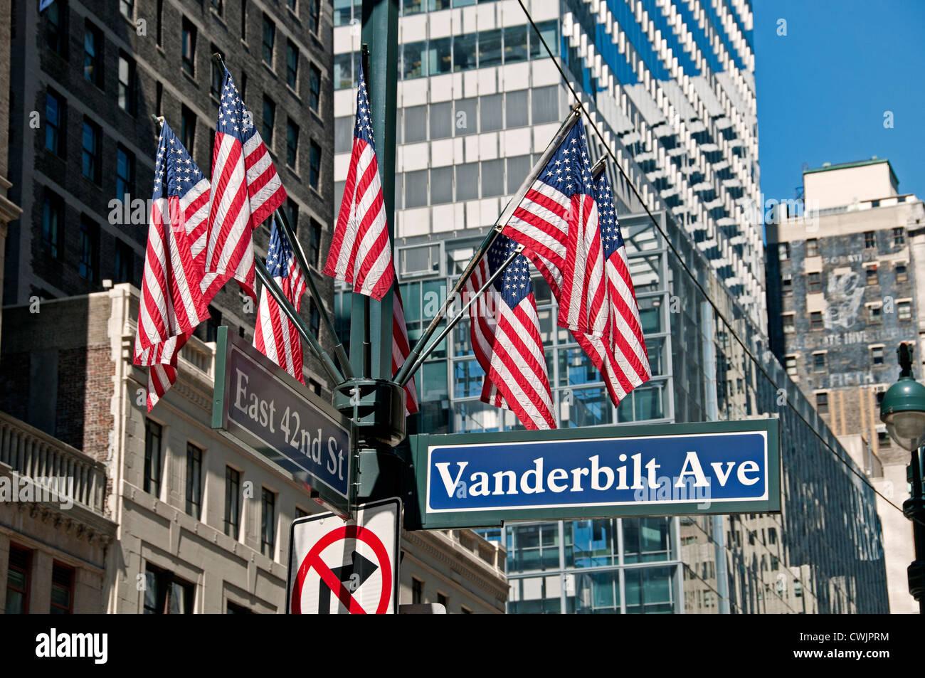 Vanderbilt Avenue East 42 Straße amerikanische Flagge Stars and Stripes Stockbild